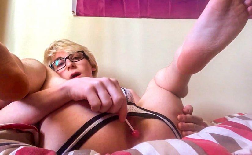 Twink Kieren Gets Kinky